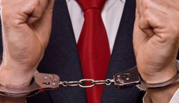 LAwyer-Threat-Handcuffed